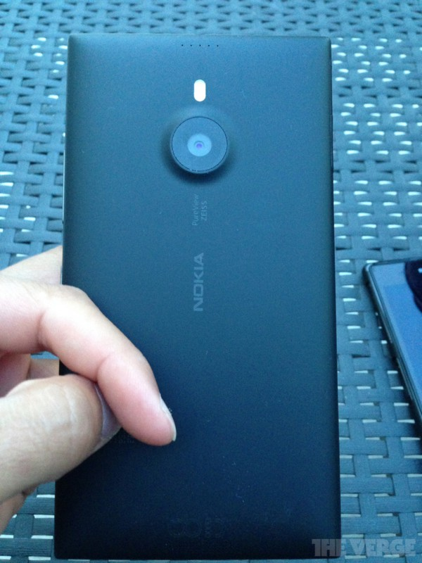 Nokia-Lumia-1520-Back-600x800 Mobile